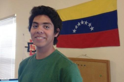 Estudiante discute la crisis Venezolana