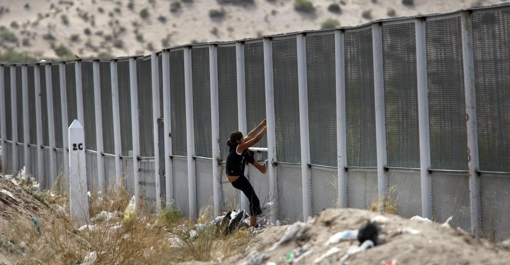 Presentation+explores+dangers+of+crossing+the+border
