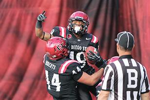 Aztecs defeat New Mexico Aggies 26-16