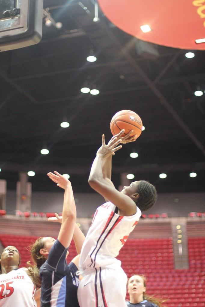 Womens+basketball+picks+up+first+win