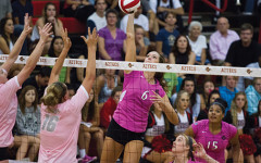 Volleyball pushes past Lobos in 'Pink Game'
