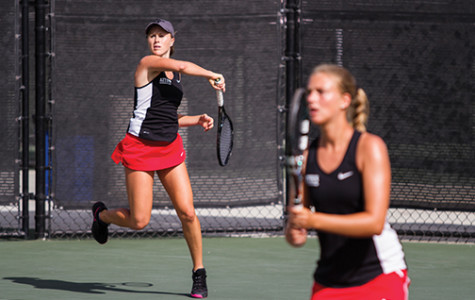 Women's tennis falls to No. 51 Washington in sweltering heat