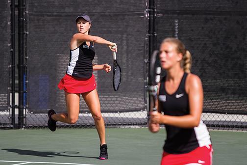 Women's tennis falls to No. 51 Washington in sweltering heat