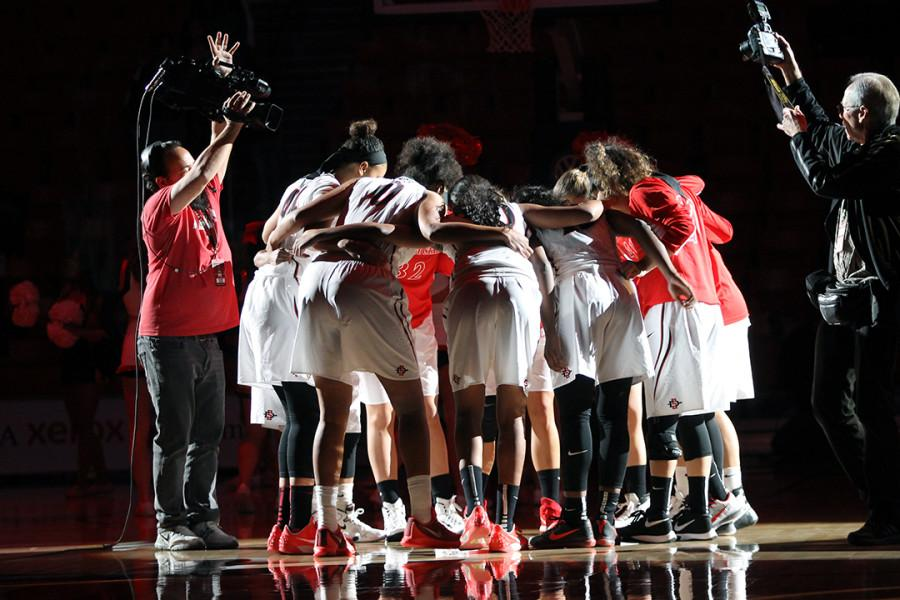 Women%27s+basketball+falls+65-54+against+UC+Davis%2C+suffers+third+straight+loss+to+start+season