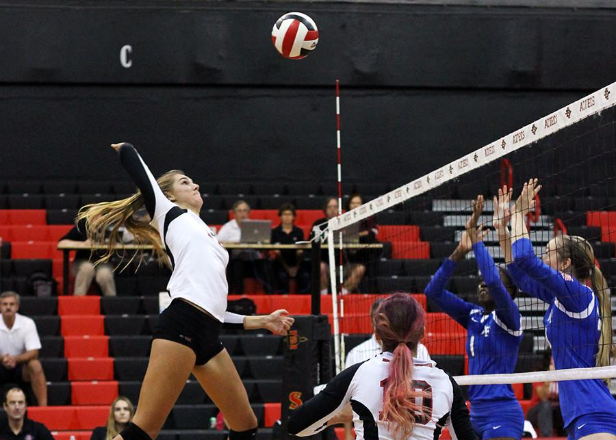Aztec volleyball dominates against Fresno State