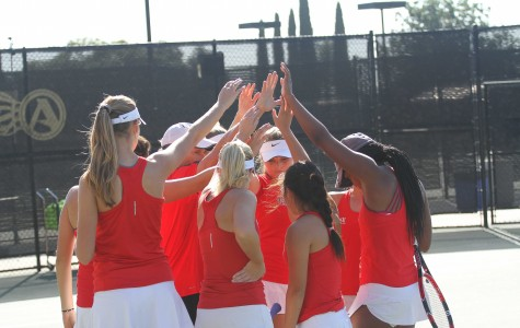 SDSU women's tennis loses close battle with Hawaii, 4-2