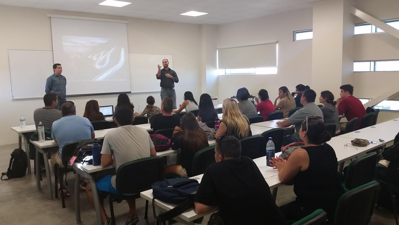 Estudiantes tiene el beneficio de tomar clases en Tijuana.