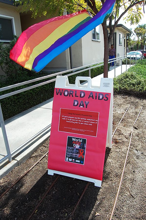 Campus+organizations+spread+HIV+awareness+on+World+AIDS+Day