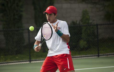 Hermanos comparten éxito en el equipo de tenis