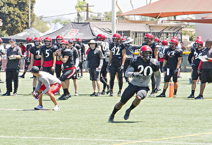 SDSU+senior+running+back+Rashaad+Penny+runs+a+route+during+the+team%27s+practice+at+Miramar+MCAS.