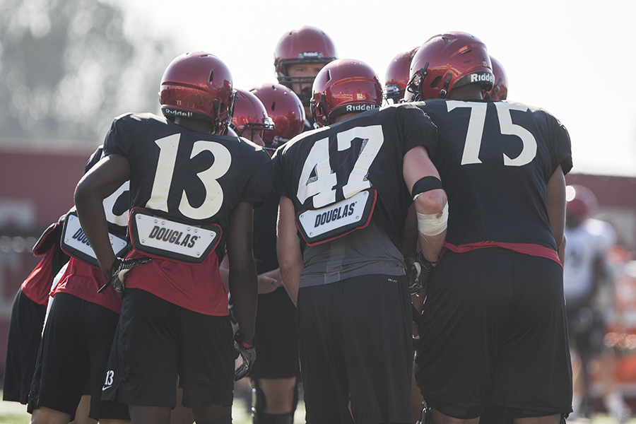SDSU+football+players+huddle+during+practice+on+Aug.+10%2C+2017.