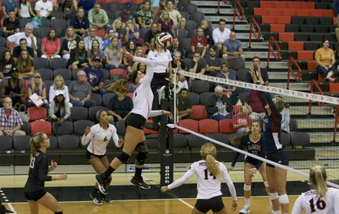 Volleyball falls to Utah State, Boise in first conference matches of the season