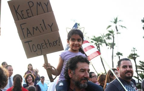 Cientos se reúnen en solidaridad en San Diego a causa de la revocación de DACA