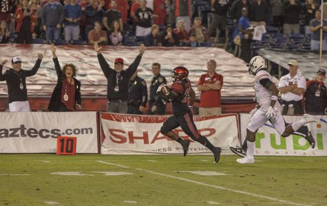 Defensive heroics help the Aztecs tame the Huskies, 34-28