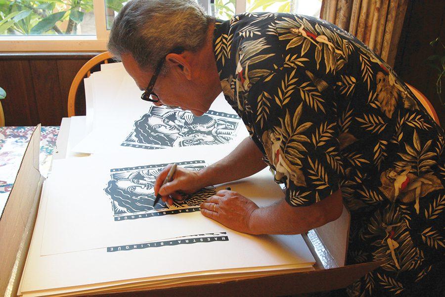 Salvador+Barajas+trabaja+en+uno+de+sus+pedazos+de+arte.+