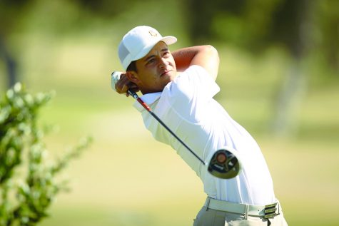 SDSU alumnus Xander Schauffele looks on after a drive during the 2013 season.