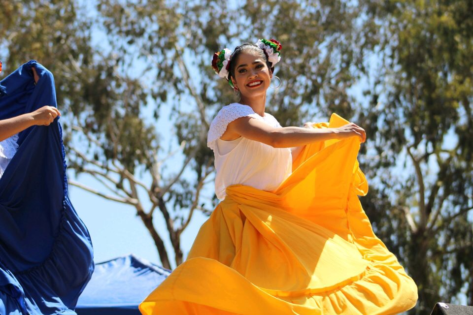 Ballet+Folklorico+Xochipilli+de+SDSU+embraces+culture+through+dance+and+education