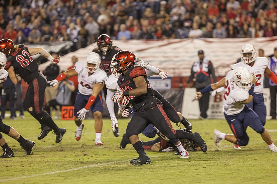 Senior running back Rashaad Penny attempts a run to the left side during SDSU's 27-3 loss to Fresno State.