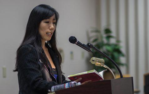 Autora visita a SDSU para leer su novela y compartir experiencias con estudiantes