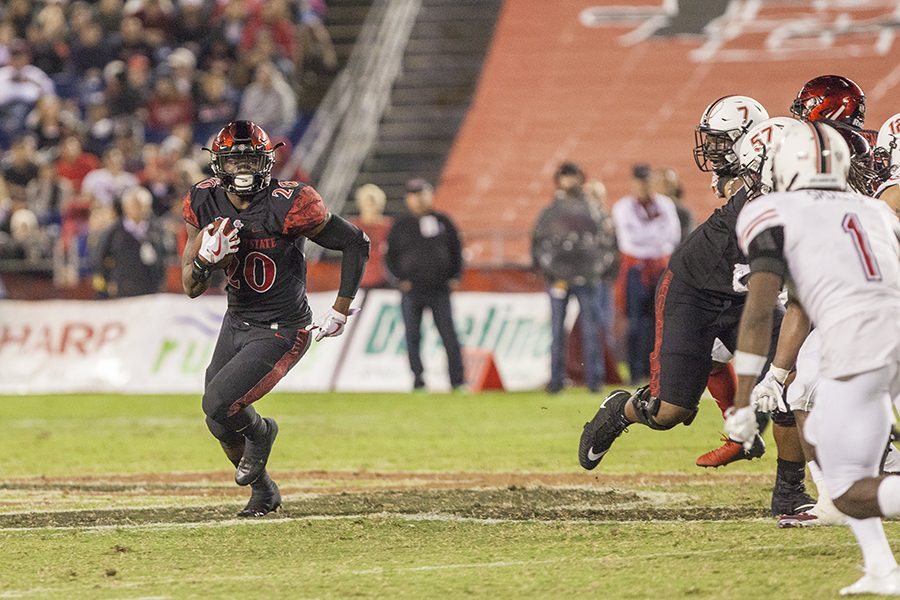 Senior+running+back+Rashaad+Penny+stretches+to+the+outside+on+a+run+during+SDSU%27s+34-28+win+over+Northern+Illinois+on+Sept.+30.
