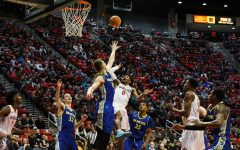 Aztecs fall to Boise State, 83-80, in road thriller