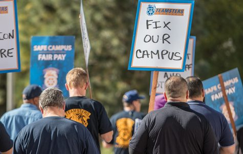 Trabajadores de mantenimiento de SDSU protestan por un sueldo mejor