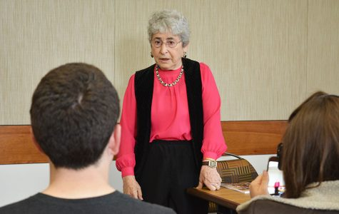 Sobreviviente del Holocausto comparte su historia con estudiantes en SDSU