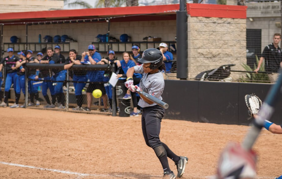 Senior+outfielder+Zaria+Meshack+goes+for+a+hit+during+the+Aztecs+11-1+loss+to+Boise+State+at+SDSU+Softball+Stadium+on+March+31.+