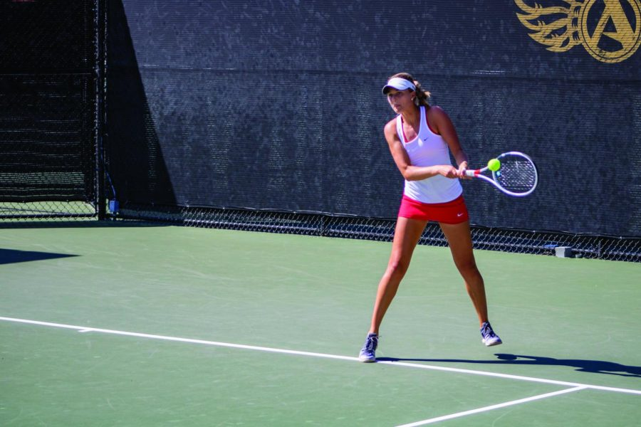 Senior+Jana+Buth+goes+for+a+hit+during+the+Aztecs+4-1+victory+over+University+of+San+Francisco+at+the+Aztec+Tennis+Center+on+April+8.