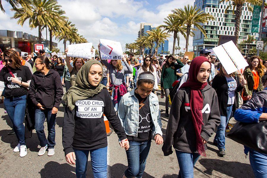 Estudiantes+marchan+en+el+centro+de+San+Diego+para+expresar+apoyo+hacia+leyes+m%C3%A1s+estrictas+del+control+de+armas.+
