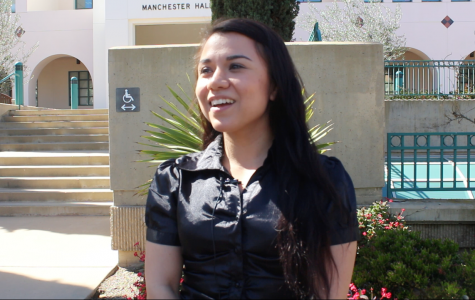 Sandy Ayala sonríe ante la cámara en SDSU