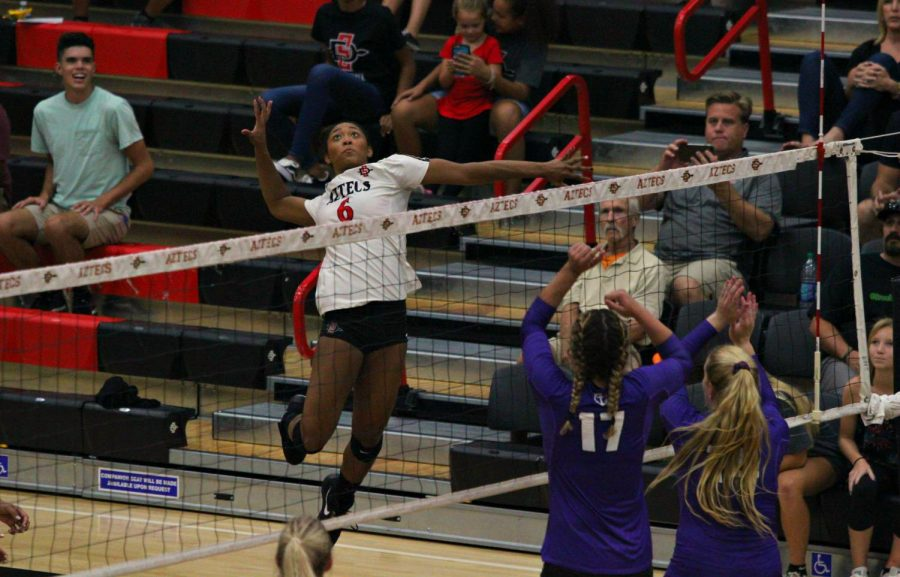 Junior+outside+hitter+Ashlynn+Dunbar+goes+up+to+strike+the+ball+during+the+Aztecs+3-1+loss+to+Portland+at+Peterson+Gym+on+Aug.+25.