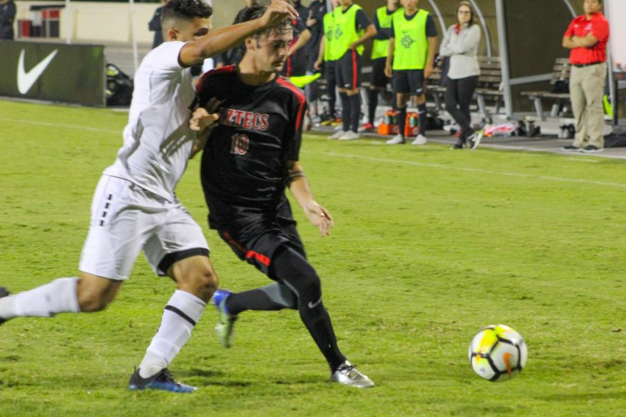 Redshirt+sophomore+midfielder+Keegan+Kelly+attempts+to+maintain+possession+of+the+ball+during+the+Aztecs+2-1+victory+over+LIU+Brooklyn+on+Sept.+7+at+the+SDSU+Sports+Deck.+