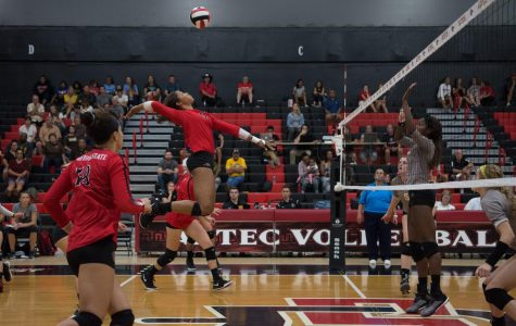 Volleyball ends 13-game losing skid with five-set victory over Wyoming