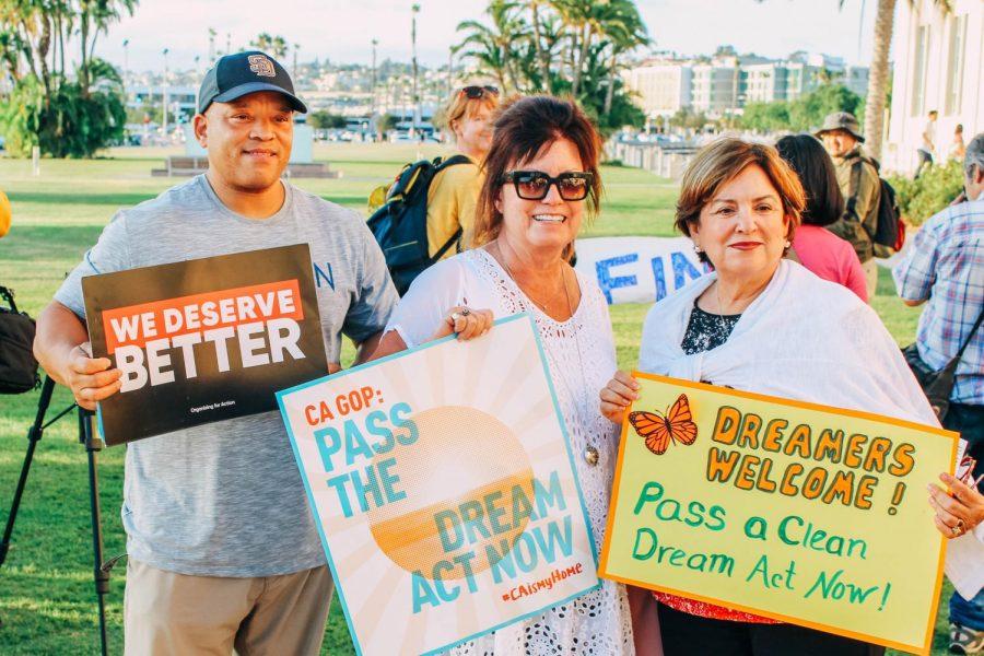 Manifestantes+se+reunieron+para+apoyar+a+los+recipientes+de+DACA+un+a%C3%B1o+despu%C3%A9s+de+su+terminaci%C3%B3n.+