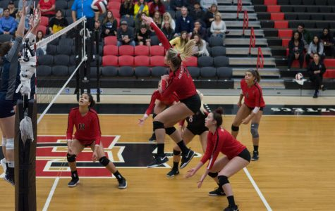 Aztecs prevail in four-set victory over Wolf Pack
