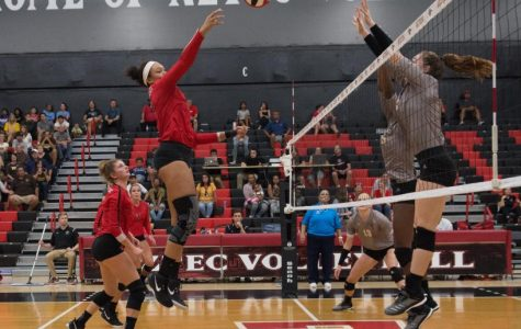 Harris sets record, but volleyball drops season finale against SJSU