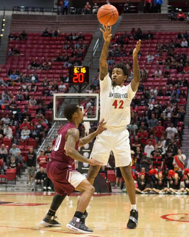 Senior+guard+Jeremy+Hemsley+looks+to+pass+the+ball+during+the+Aztecs+103-64+over+Texas+Southern+on+Nov.+14+at+Viejas+Arena.