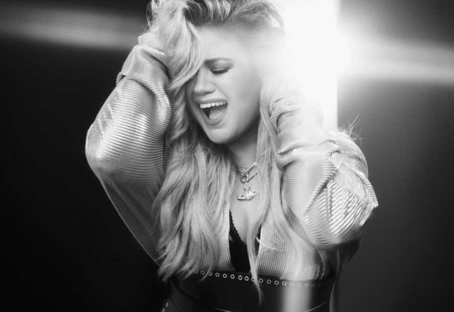 Kelly Clarkson flexes legacy on Meaning of Life tour