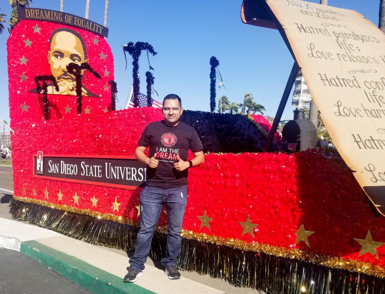 Antonio Márquez, escritor y estudiante de primera generación, describe su experiencia durante su primer semestre en SDSU.