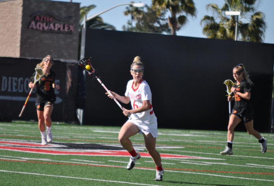 Midfielder+Grace+McGinity+looks+down+the+field+during+the+Aztecs%27+20-16+loss+on+Feb.+22+at+the+Aztec+Lacrosse+Field.