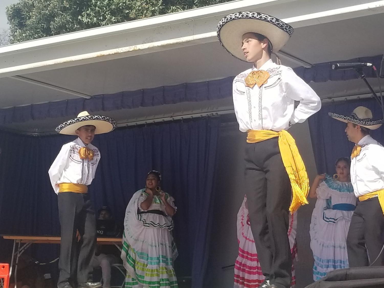 Ballet folkorika Sangre Mestiza participa en el Festival del Mariachi el 10 de marzo.