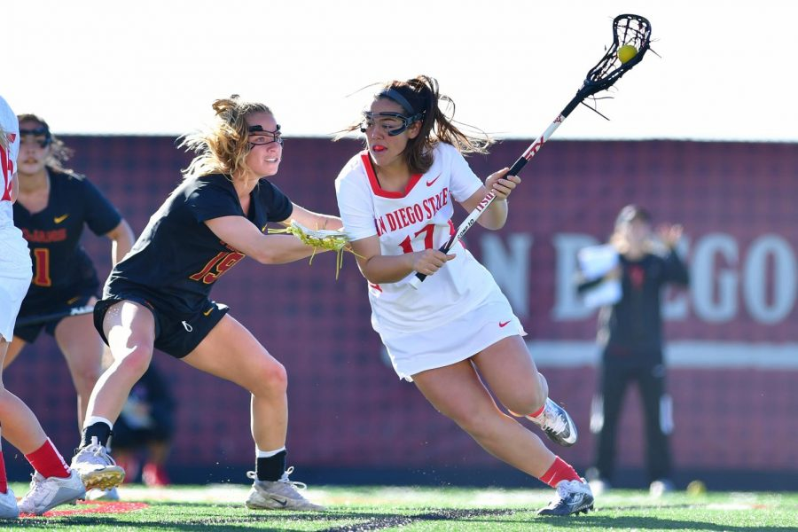Senior+midfielder+Harlowe+Steele+takes+on+the+USC+defender+during+the+Aztecs%27+20-16+loss+to+the+Trojans+on+Feb.+22+at+the+Aztec+Lacrosse+Field.