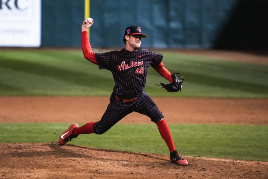 Senior+pitcher+Justin+Goossen-Brown+pitches+during+the+Aztecs%27+8-4+victory+over+San+Francisco+on+Feb.+15+at+Tony+Gwynn+Stadium.