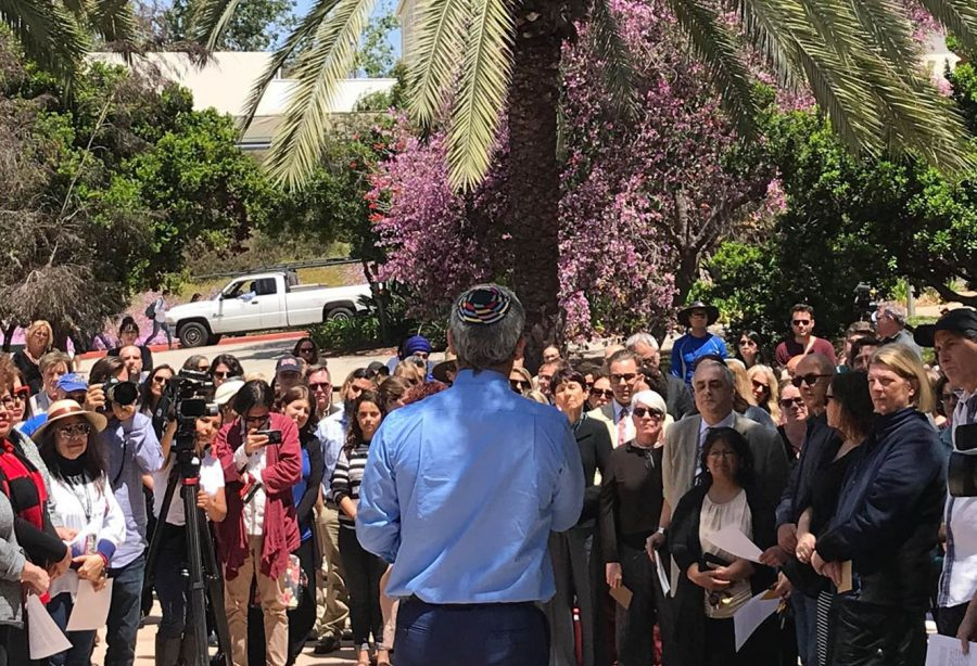 Mourners+gathered+at+Scripps+Cottage+to+commemorate+the+Chabad+Poway+Synagogue+shooting.