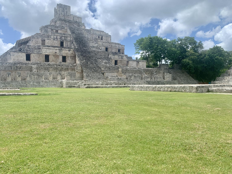 Zona arqueológica maya de Edzná en la ciudad de Campeche, México.