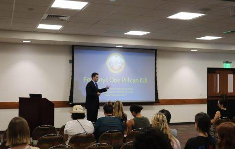 SDSU invita a oficiales del distrito fiscal para informar sobre los peligros que tiene el fentanilo y sus excesos