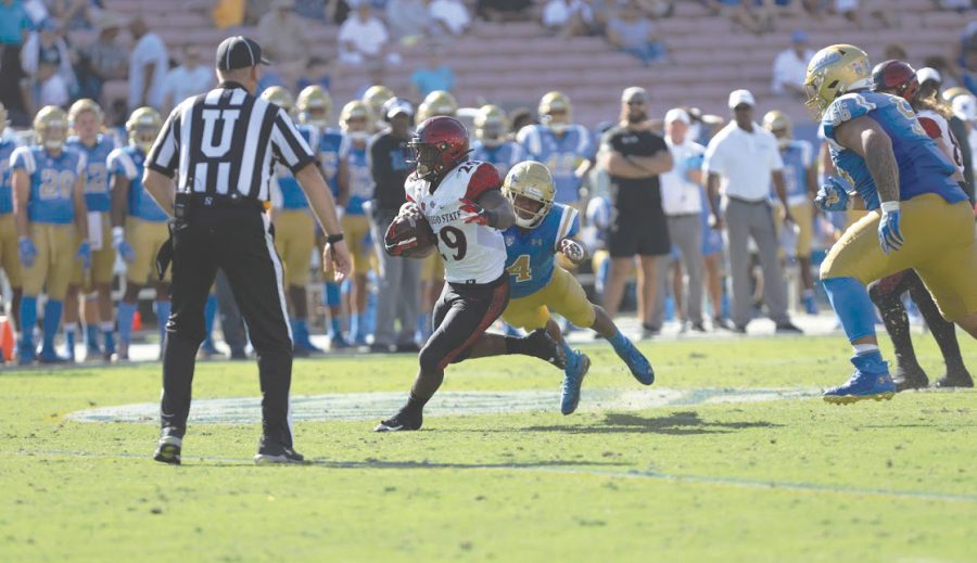Senior+running+back+Juwan+Washington+carries+the+ball+during+the+Aztecs%E2%80%99+23-14+victory+over+UCLA+on+Sept.+7+at+the+Rose+Bowl+in+Pasadena.