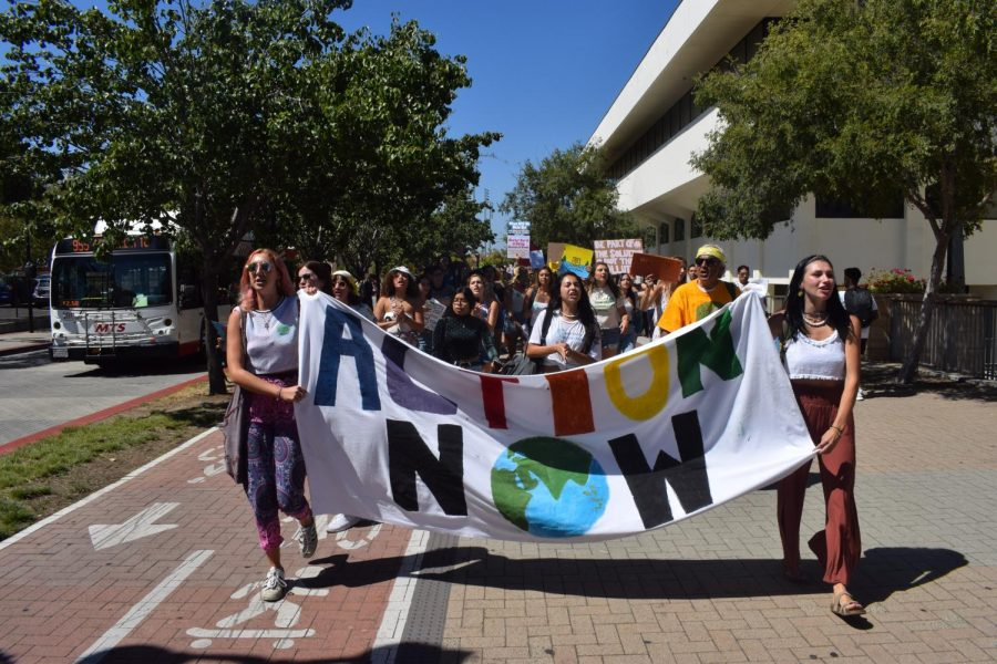 Students+protesting+at+the+Climate+Strike+held+on+campus.