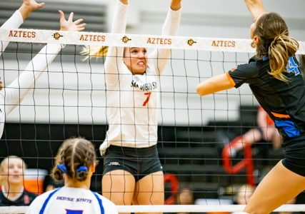 Volleyball loses five-set battle against Boise State